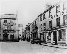 Kings Arms St., North Walsham. Oliver's Chemist on the right later became Oliver & Griston, Chemist & Optician after W.W.I.