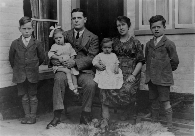 Photograph. John James Craig, Publican of the Cock Inn, North Street North Walsham with wife Lily, and children Frank, Lily, Jean and Jack (North Walsham Archive).