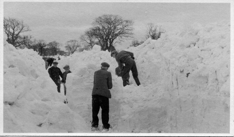 Photograph. Skeyton Road, North Walsham, digging through the snow drifts of the 1947 winter. (North Walsham Archive).